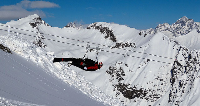 Tyrolienne à Orcières via Flickr : Jean-Claude Mouton